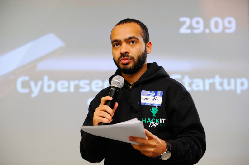 Yasser Ali delivering keynote to participants of the pilot acceleration program at Hacken Accelerator